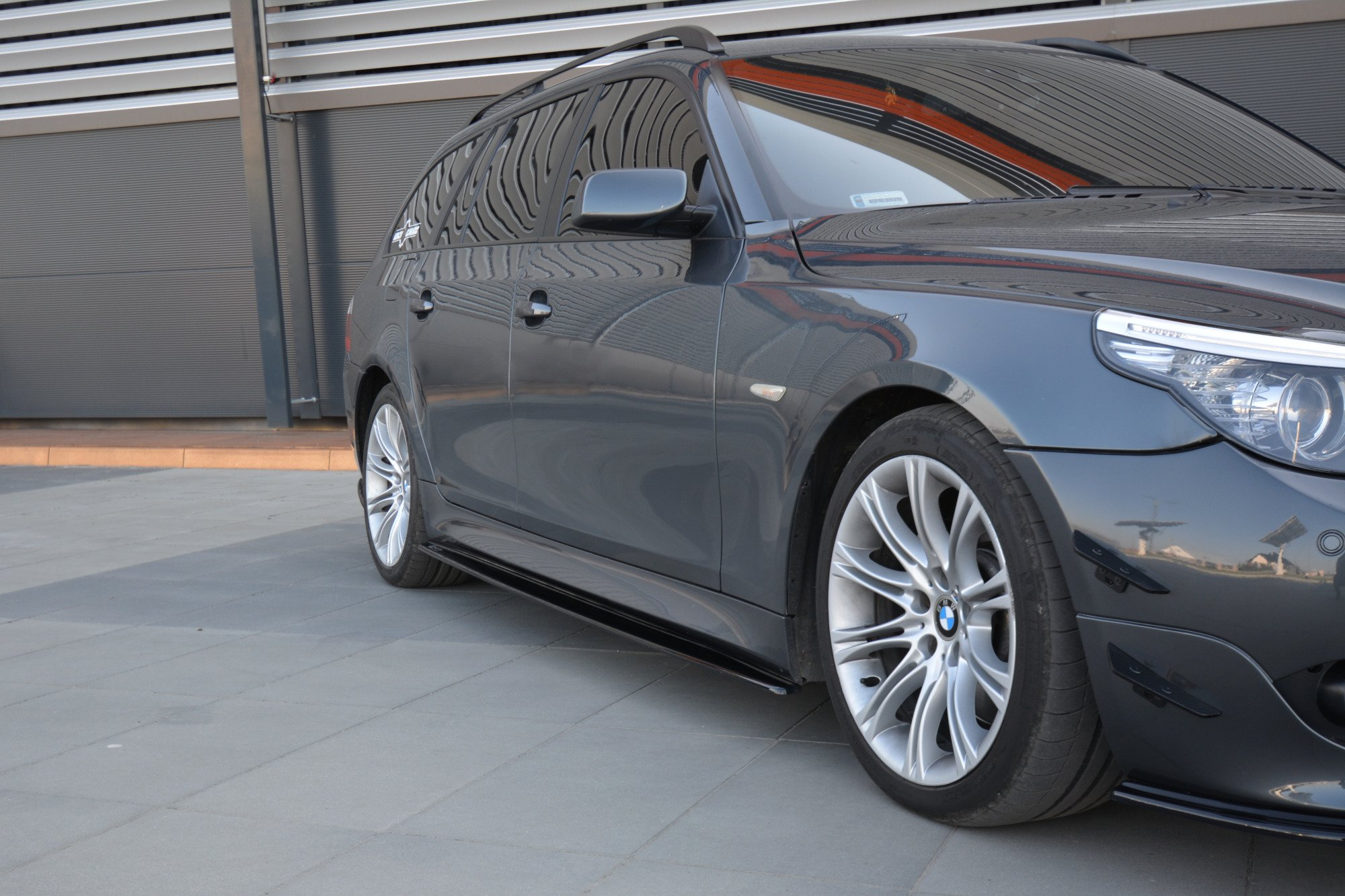 side skirts diffusers bmw 5 e60 61 m pack gloss black. Black Bedroom Furniture Sets. Home Design Ideas